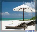 Лежаки и зонтики на пляже. Отель Amanpulo, Филиппины