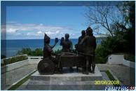 Памятник, посвященный заключению соглашения между Мигелем Легаспи и Дату Сикатуной, г. Тагбиларан, о. Бохол, Филиппины