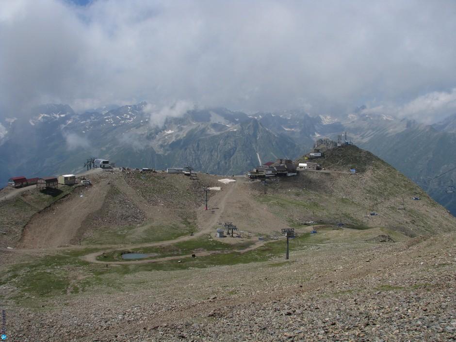d0951722985f Вот и вершина горы Мусса-Ачитара. Разные источники называют разную высоту,  чаще всего, 3012 м, но это не верно, это только высота площадки последней  очереди ...