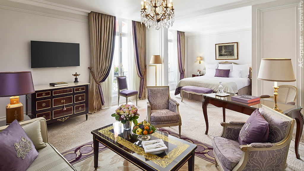 Номер категории Junior Suite Deluxe в отеле Plaza Athénée
