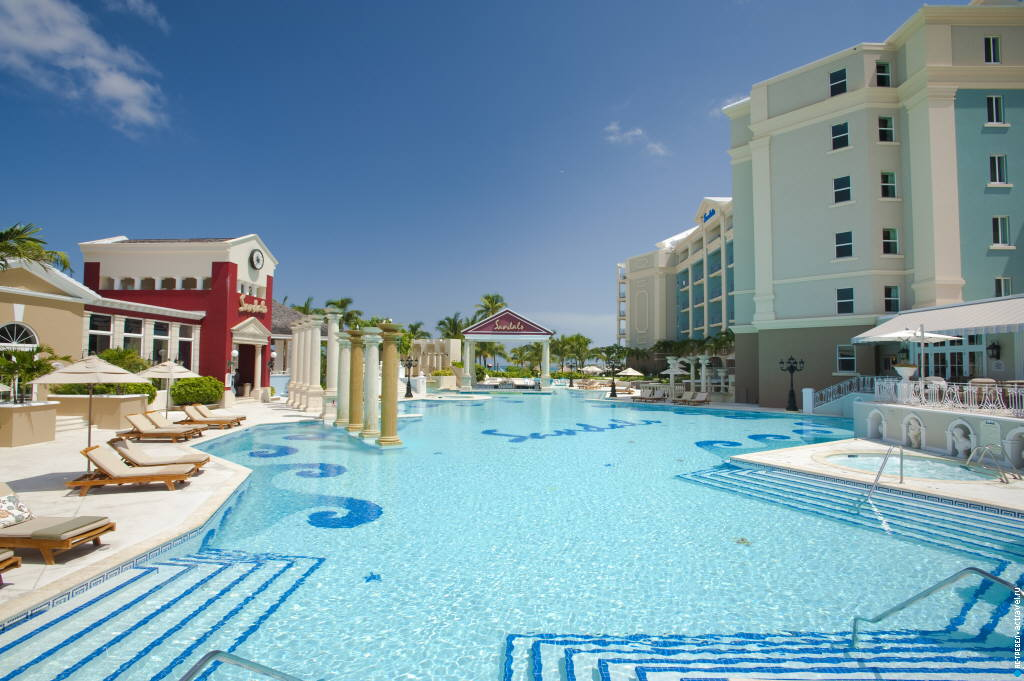 Бассейн в отеле Sandals Royal Bahamian (Багамские острова)