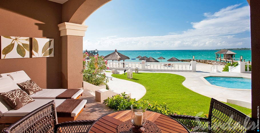 Номер Balmoral Beachfront Walkout Butler Suite в отеле Sandals Royal Bahamian