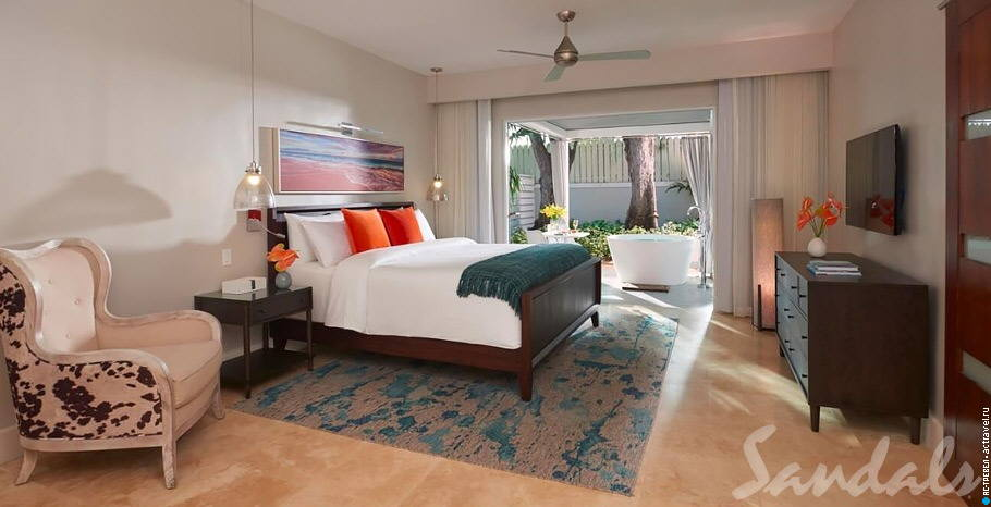 Номер Royal English Club Level Junior Villa Suite with Outdoor Tranquility Soaking Tub в отеле Sandals Royal Bahamian