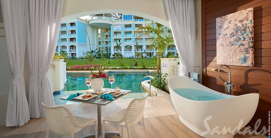 Royal Seaside Swim-up Club Level Ultra Suite w/ Patio Tranquility Soaking Tub